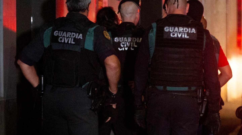 Agentes de la Guardia Civil, durante un servicio en Barcelona.