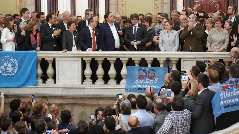 Puigdemont, Junqueras, Forcadell y otros líderes secesionistas, el día que declararon unilateralmente la independencia.