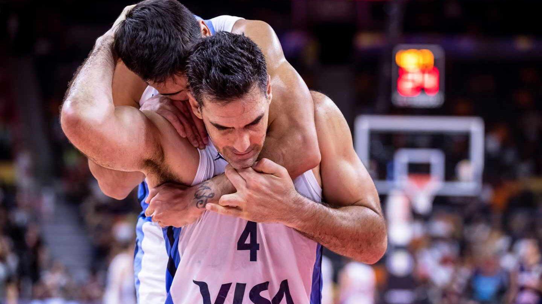 El argentino Luis Scola celebra la victoria de su selección ante Serbia en los cuartos de final del Mundial de baloncesto.