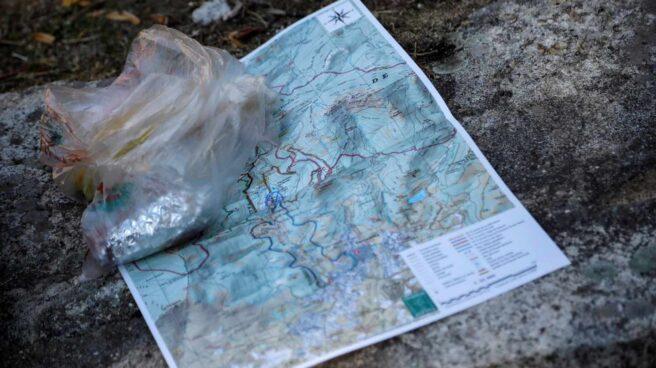 Un mapa con las rutas de búsqueda de Blanca Fernández Ochoa, en el puesto de mando de Cercedilla.
