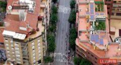 El helicóptero de La Vuelta a España captó una plantación de marihuana en la azotea de un edificio al final de la octava etapa (a la derecha, en la imagen).