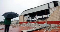Fachada del pabellón de Dénia tras ser golpeado por el tornado.