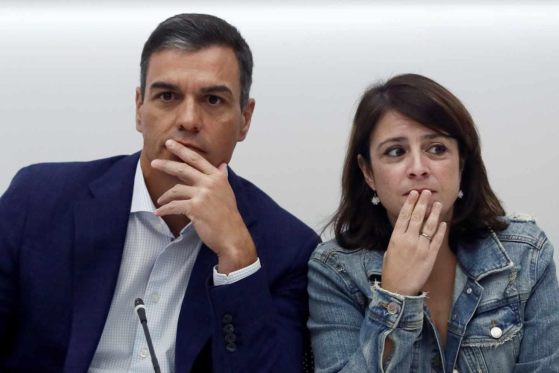 Pedro Sánchez y Adriana Lastra, durante una reunión de la Ejecutiva del PSOE en Ferraz.