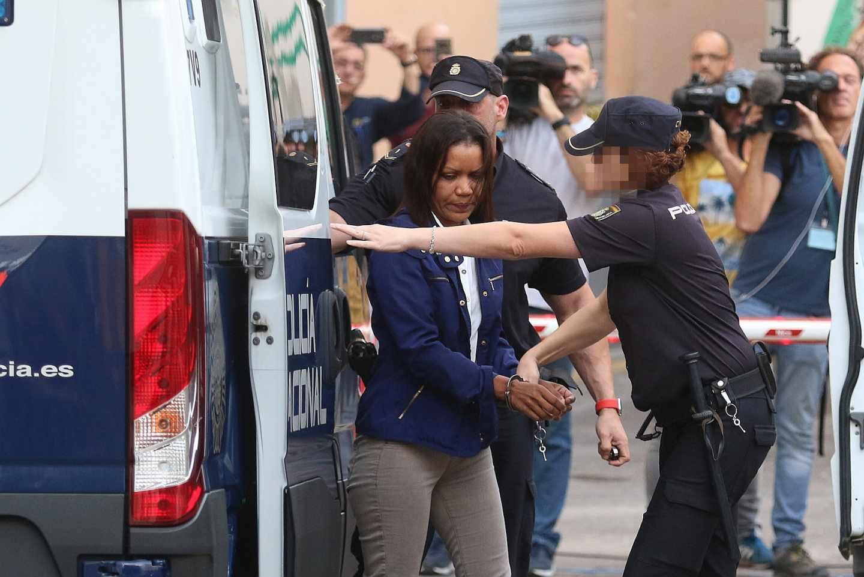 Ana Julia Quezada llega al juzgado.