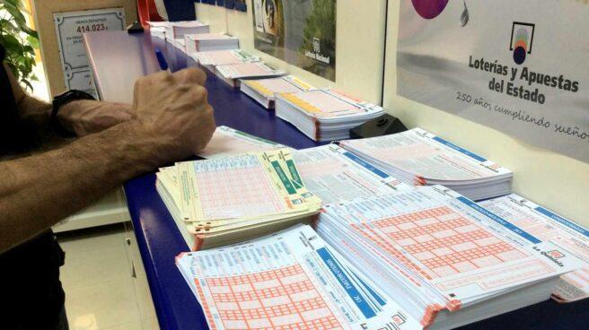 Boletos de La Quiniela en una Administración de Loterías.