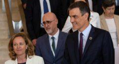 La ministra de Economía, Nadia Calviño, y el presidente del Gobierno, Pedro Sánchez.