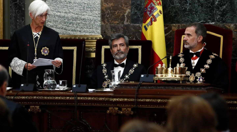 La fiscal general del Estado interviene durante la apertura del año judicial.