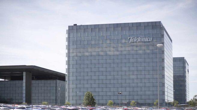 Fachada de la sede central del Grupo Telefónica.