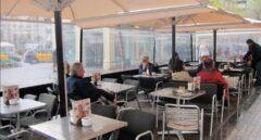 Sanidad pide evitar el tabaco en terrazas porque aumenta el riesgo de contagio