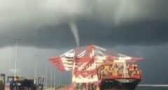 Un tornado ha sorprendido este domingo en el puerto de Barcelona.