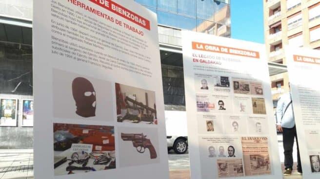 'Contraexposición' del PP en Galdakao para denunciar la muestra del preso de ETA, Jon Bienzobas.