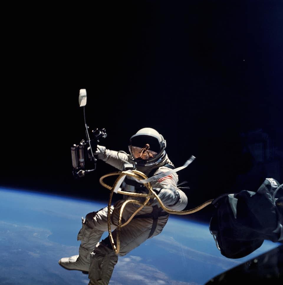 Primer paseo de un estadounidense por el espacio