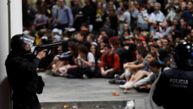 Un manifestante pierde un ojo y otro un testículo en las cargas policiales de El Prat