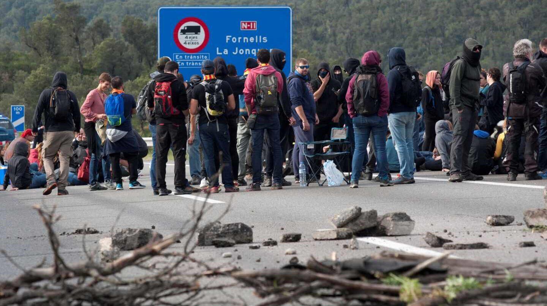 Colas kilométricas en La Jonquera al seguir cortada la autopista por los CDR