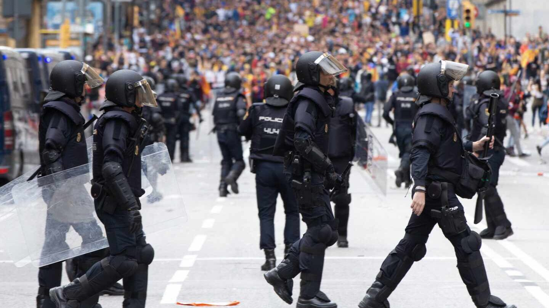 Antidisturbios de la Policía Nacional, en las inmediaciones de la Jefatura Superior en Barcelona el pasado mes de octubre.