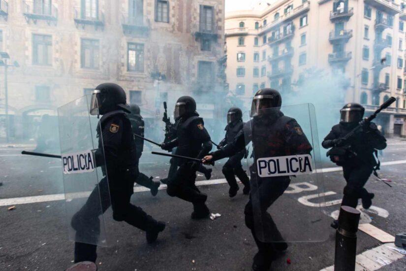 Interior premiará con una medalla a todos los policías heridos en los disturbios de Cataluña