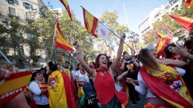 """Multitudinaria manifestación en Barcelona para decir """"basta"""" a la violencia independentista"""