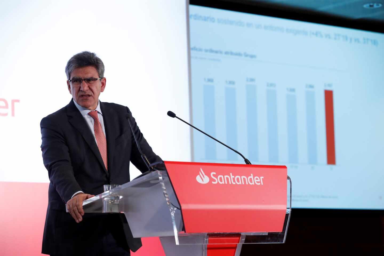 Santander terminará 2020 en pérdidas y actualizará su plan de reducción de costes