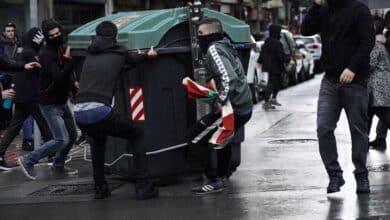 22 detenidos y dos agentes heridos en los disturbios contra Vox en el centro de Bilbao