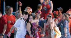 Fiesta de la espuma en el Teatro Real con 'L'elisir d'amore'