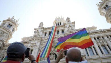 Vox quiere prohibir las banderas del arcoíris en los edificios municipales de Madrid