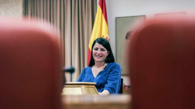 Macarena Olona posa en la sala de la que fue expulsada la semana pasada
