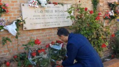 Sánchez homenajea a las Trece Rosas tras consumarse la exhumación de Franco