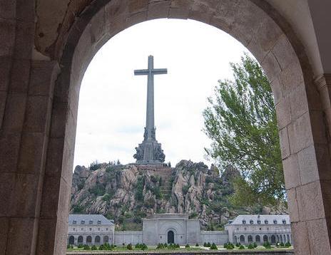 Cruz del Valle de los Caídos, en cuya basílica descansan los restos de Franco desde 1975.