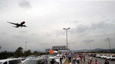 Más de 100 vuelos cancelados en El Prat porque pilotos y azafatos no pueden entrar al aeropuerto