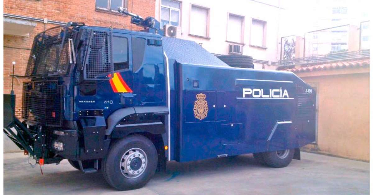 El camión de la Policía Nacional que lanza chorros de agua y que no se ha utilizado aún.