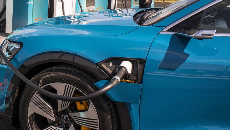 Una gasolinera vasca tiene el 'enchufe' más potente de Europa para recargar coches eléctricos