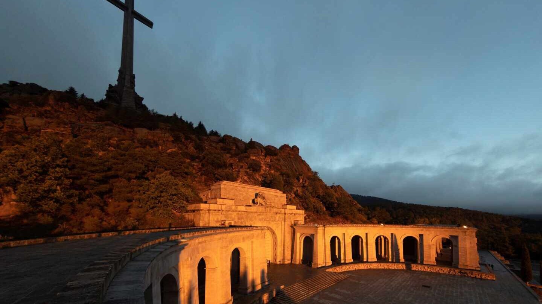 Protesta en el Valle de los Caídos para pedir la exhumación de Primo de Rivera