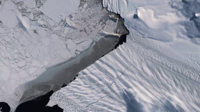 Grieta en una arteria de hielo de la Antártida