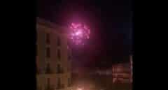 Radicales independentistas atacan un helicóptero de los Mossos con fuegos artificiales