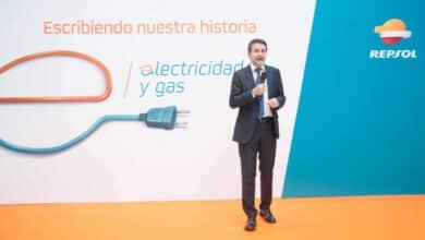 Repsol sacude el negocio en España de luz con casi un millón de clientes: capta 600 al día durante un año