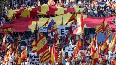"""Flores y banderas para la Policía Nacional en Via Laietana: """"Esta es nuestra policía"""""""