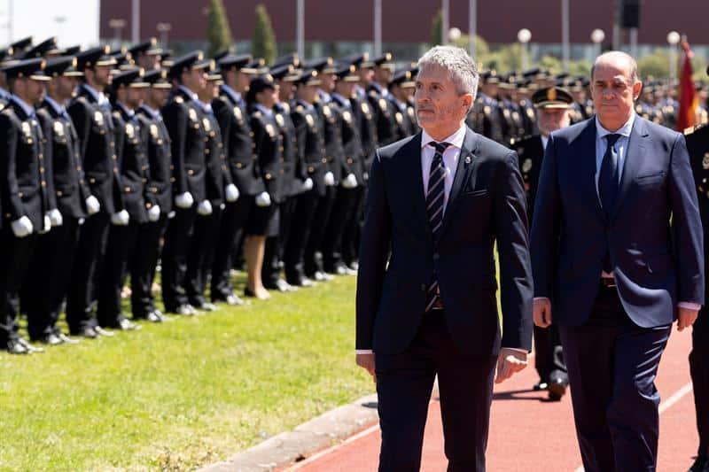El ministro en funciones Grande-Marlaska y el director general de la Policía, Francisco Pardo Piqueras.