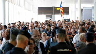"""Los Mossos advierten a los manifestantes: asaltar el aeropuerto es un """"delito grave"""""""