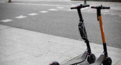 Almeida retirará las licencias a todos los patinetes eléctricos aparcados en la acera
