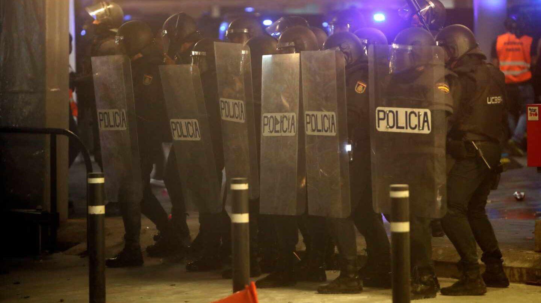 Policías antidisturbios, durante los disturbios registrados en Barcelona tras la sentencia del 'procés'.