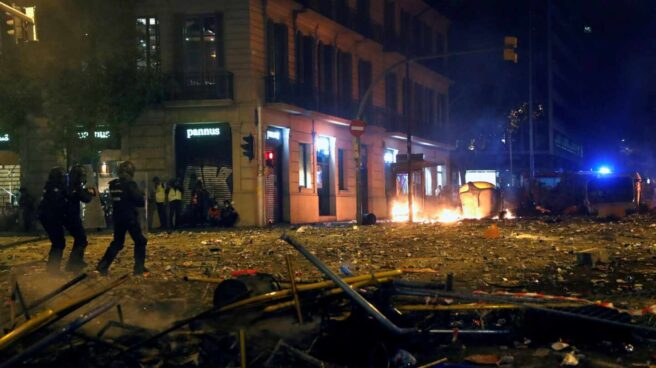 Un grupo de policías antidisturbios durante los altercados registrados el pasado 18 de octubre en Barcelona.