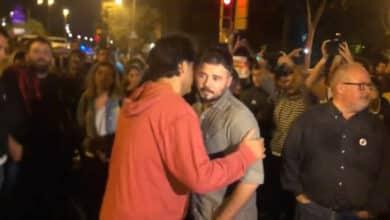 "Gabriel Rufián abandona la manifestación tras ser abucheado: ""Botifler"""
