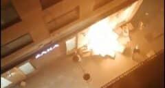 Un grupo de radicales le prende fuego a una tienda de Zara en Lérida