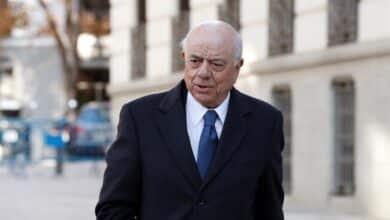 El juez mantiene imputado a Francisco González por administración desleal de fondos del BBVA
