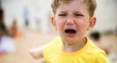 Celos, rabietas o anorexia: una nueva guía explica a los padres cómo gestionarlos