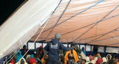 El 'Aita Mari', a la espera de permiso para desembarcar a 78 personas rescatadas en el mar