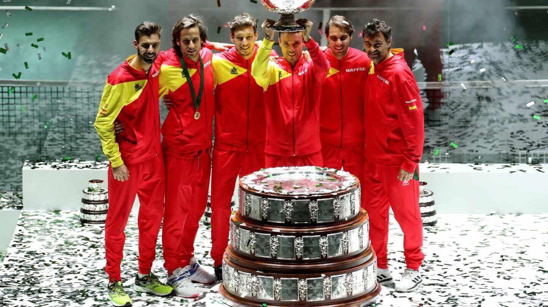 Los jugadores celebran el título conseguido el domingo en la Caja Mágica