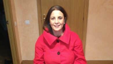 Quién es Nadia Otmani, la mujer que se ha enfrentado a Ortega Smith en el Ayuntamiento de Madrid