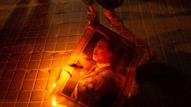 Los radicales queman fotos del Rey y acosan a los periodistas en Barcelona