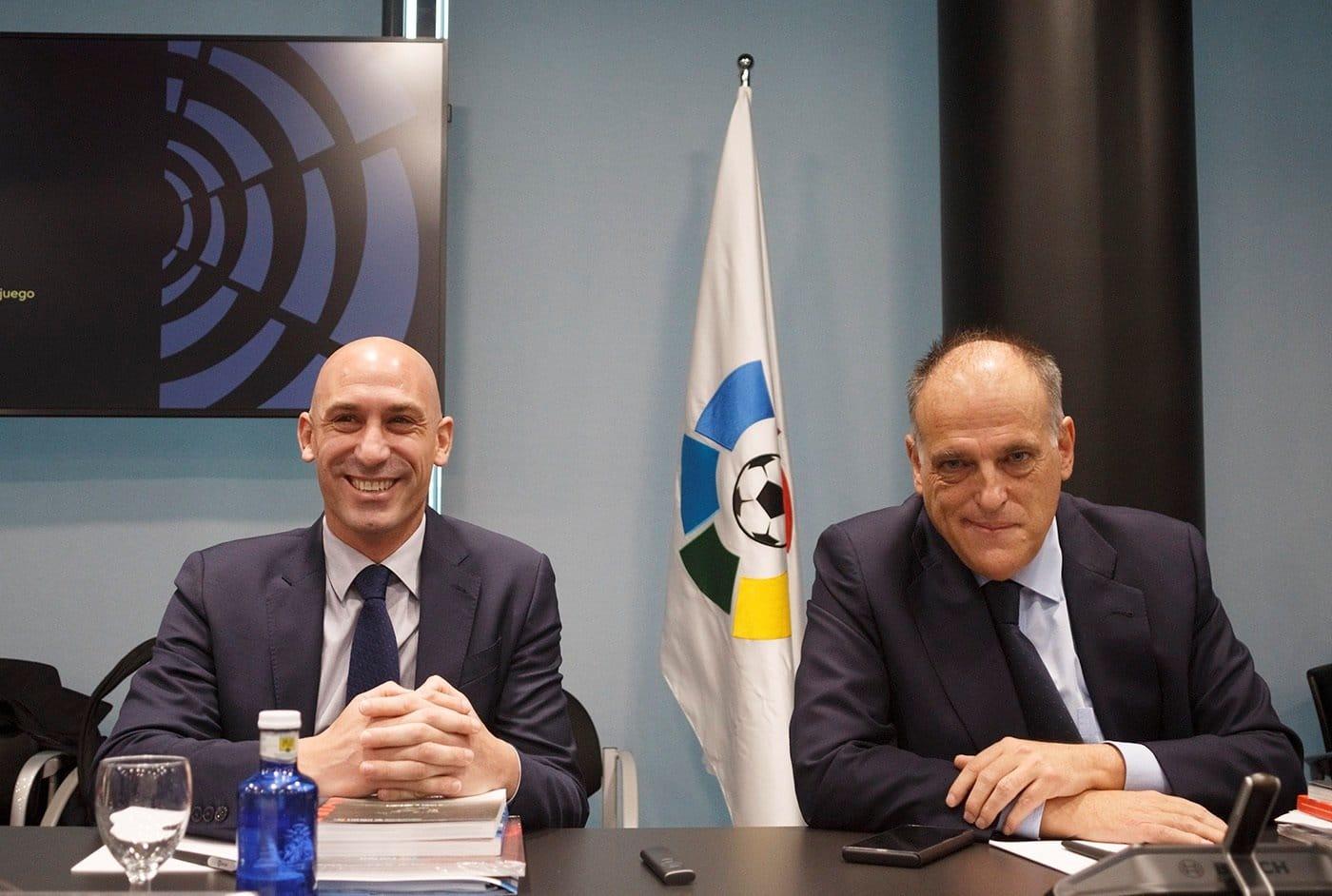 Luis Rubiales, presidente de la RFEFF, y Javier Tebas, que acaba de dimitir para presentarse nuevamente a la presidencia de LaLiga.
